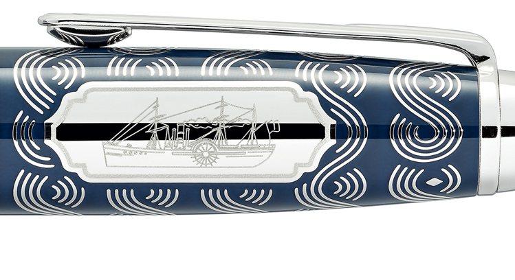 筆蓋鐫刻、以花框襯托的汽船圖案,是中世紀偉大航程的重要工具,也乘載了今日的想像力...