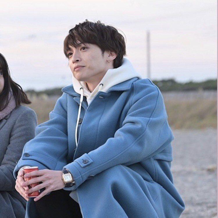 玉森裕太飾演劇中富二代寶來潤之介,配戴卡地亞Santos腕表。圖/取自IG