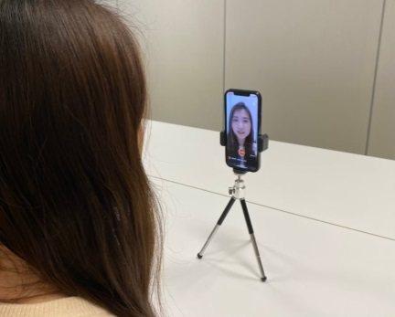 「AI面試」的遠距錄影面試,協助企業人資招募甄選新人。圖/震旦行提供
