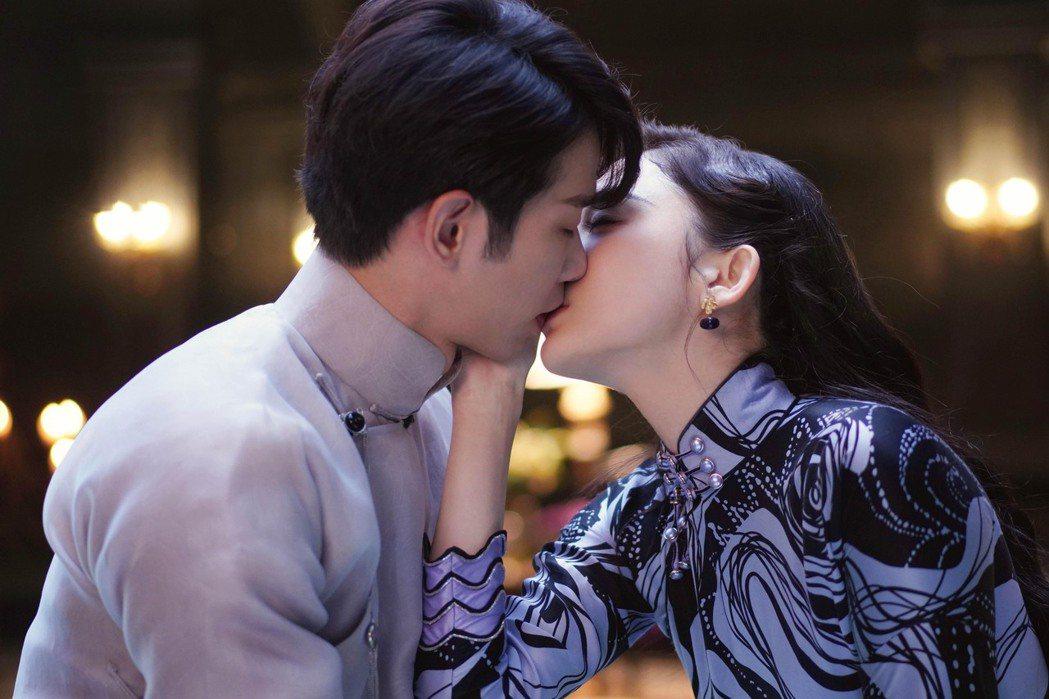 古力娜扎(右)主動親吻回應劉以豪的心意。圖/LiTV、劉以豪工作室提供