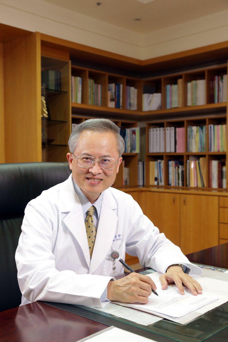 高雄醫學大學附設中和紀念醫院院長鍾飲文是國內疫苗權威。圖/高醫提供