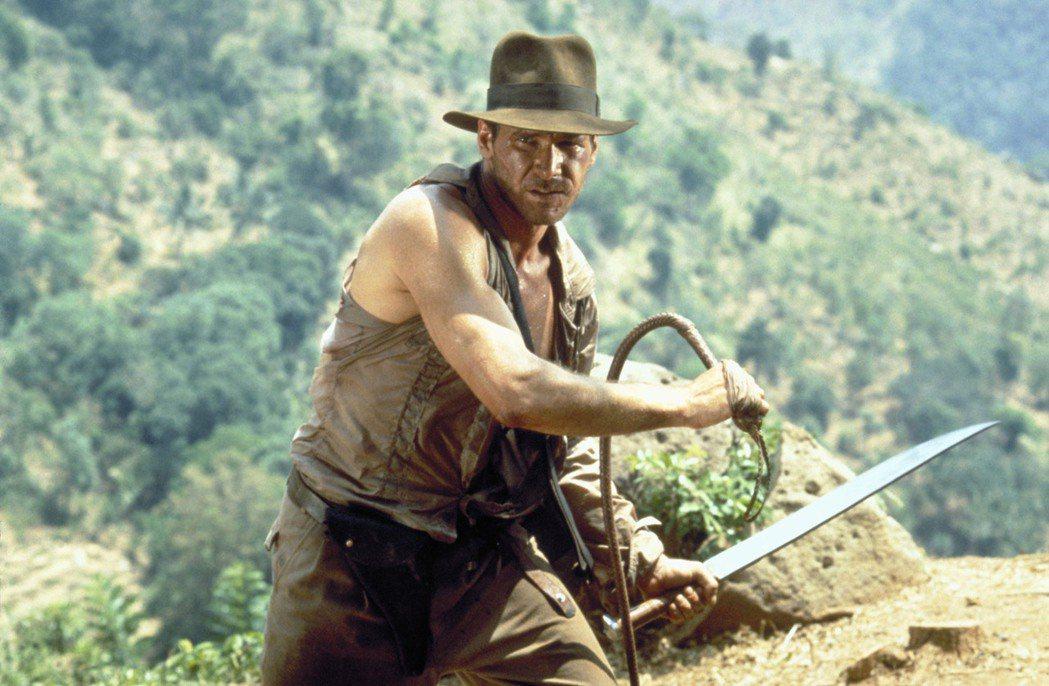 哈里遜福特扮演印第安納瓊斯最經典的造型配件就是頭上的帽子。圖/摘自imdb