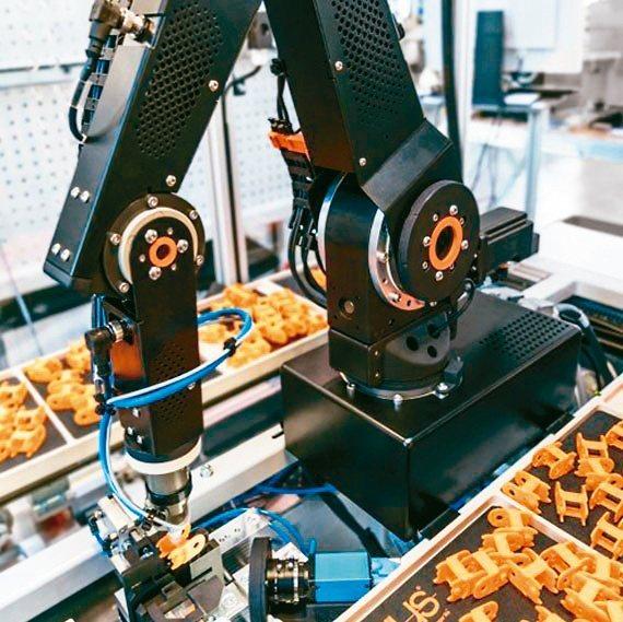 igus的robolink模組化低成本機械手臂。德商台灣易格斯公司/提供