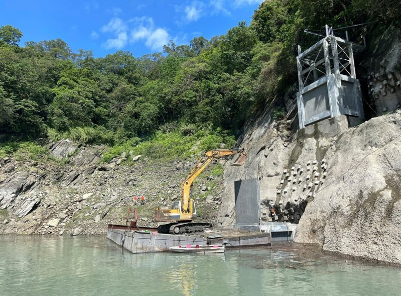 攔汙柵要等水位上升近220公尺才能安裝。圖/北區水資源局提供