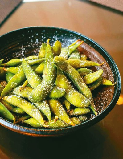 毛豆含有豐富的蛋白質、膳食纖維與維生素,適合當作居家零食。圖/Pexels(攝影...