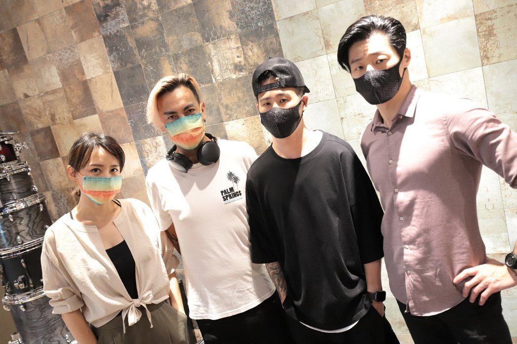 閃靈的Live專輯「台灣閃閃爍」內含聯名的醫療口罩。圖/出日音樂提供