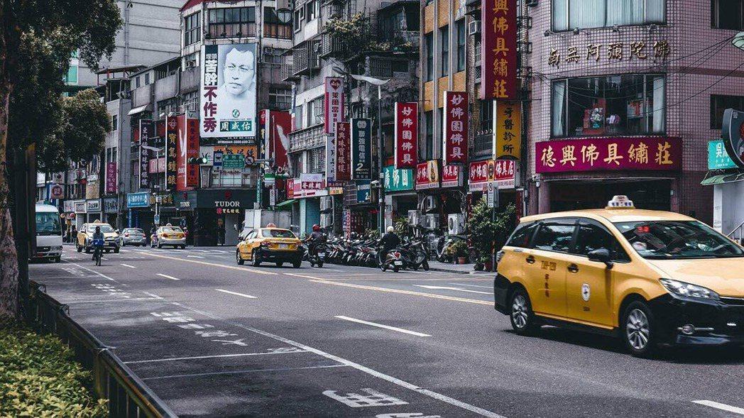 在市中心, 想要路邊停車隨時有車位不是容易的事,更何況長期租用。 (圖片來源:p...