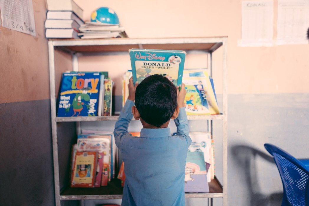 遠山呼喚致力於改善學校學習環境,提供學童學習資源。 圖/遠山呼喚提供