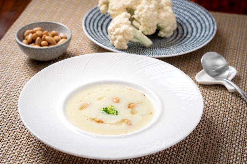 集結白色食材製成的乳白色濃湯,加上蒸大豆一起食用,既有口感,又能增加植物性蛋白質...