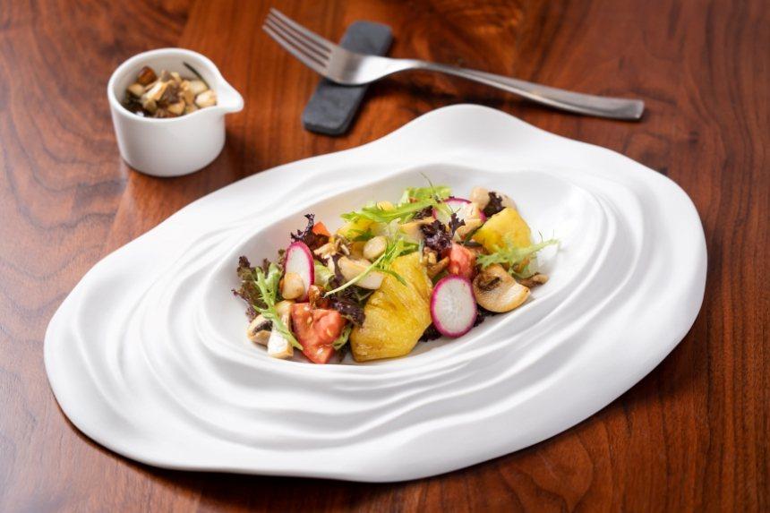 這道輕食溫沙拉,搭配蘊含植化素的新鮮蔬果,美妙滋味就這麼在口中化開! 圖/張季禹...