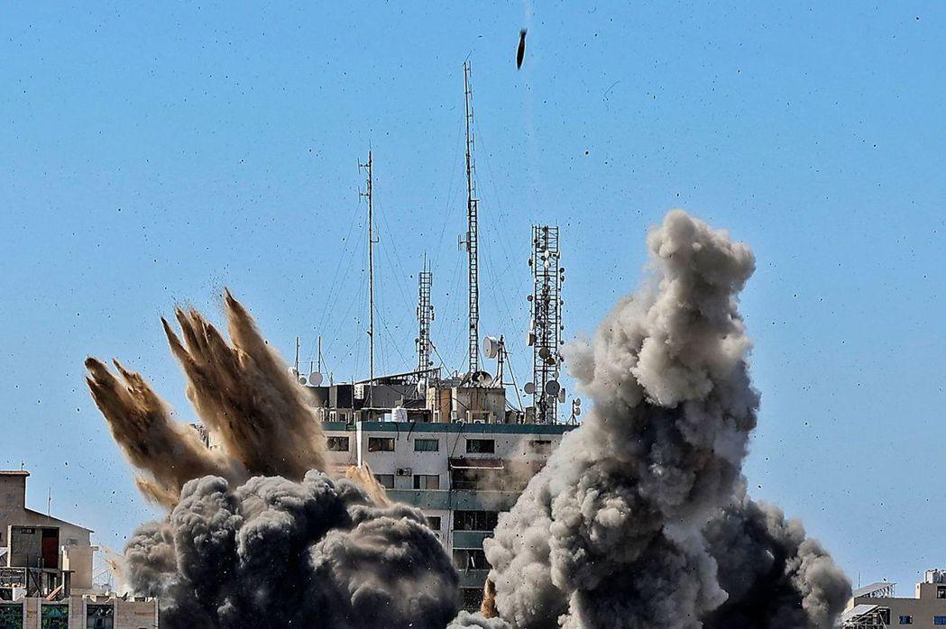 本次衝突中,雙方的攻擊行動共造成200多人傷亡,其中232人是巴勒斯坦人,以色列則為12人,其他則有1,900餘人受傷,近90棟建築被毀,其中包括半島電視台的大樓。 圖/法新社