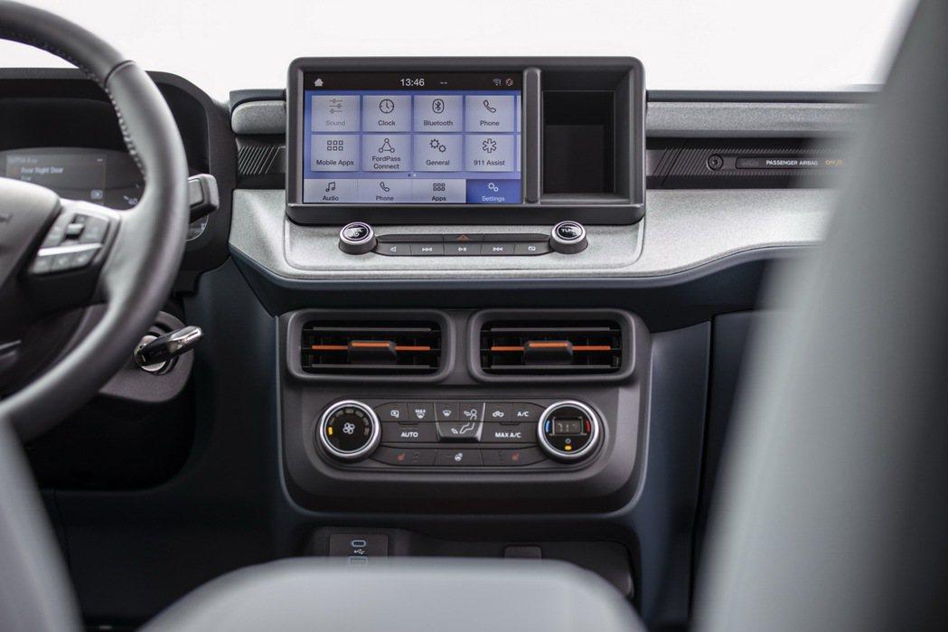 可支援AppleCarPlay/AndroidAuto的8吋中控螢幕。 摘自Fo...