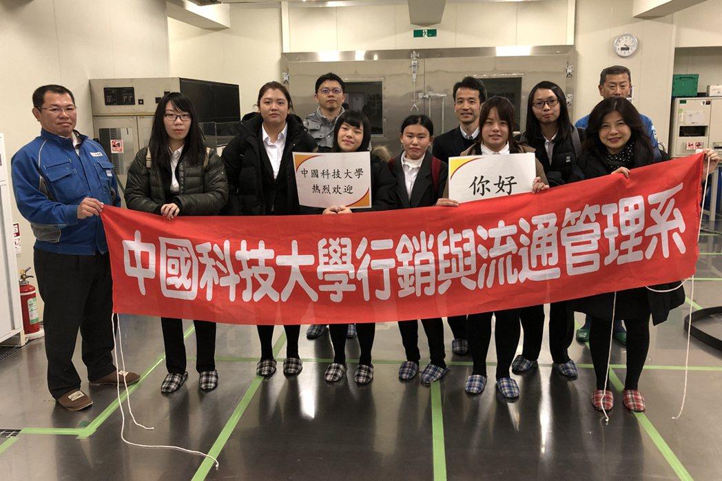 中國科大管理學院行管系教授林淑美帶著學生至日本通運株式会社實習。 校方/提供