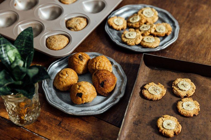 拌勻、入模、烘烤,簡單的三步驟就能做出可口的無麩質點心。 (攝影/林冠良)