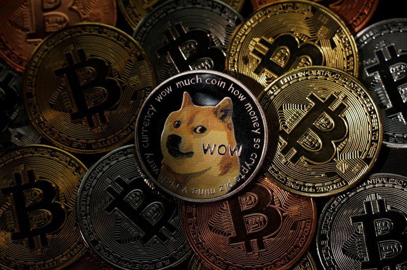 比特幣、乙太幣和狗狗幣8日跌勢加劇。路透