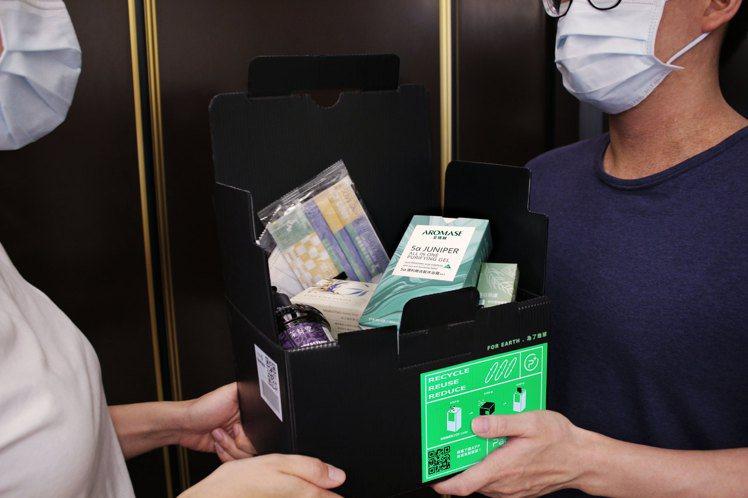 艾瑪絲號召10家企業,捐贈防疫物資給弱勢族群。圖/艾瑪絲提供