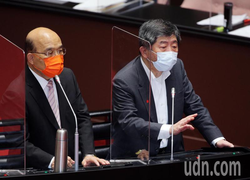 行政院院長蘇貞昌(左)上午到繼續到立法院報告並備質詢 ,對於是否為3+1政策下台,衛福部長陳時中(右)表示政策由他負責,但其它不是委員說了算。圖/台北市攝影記者聯誼會提供