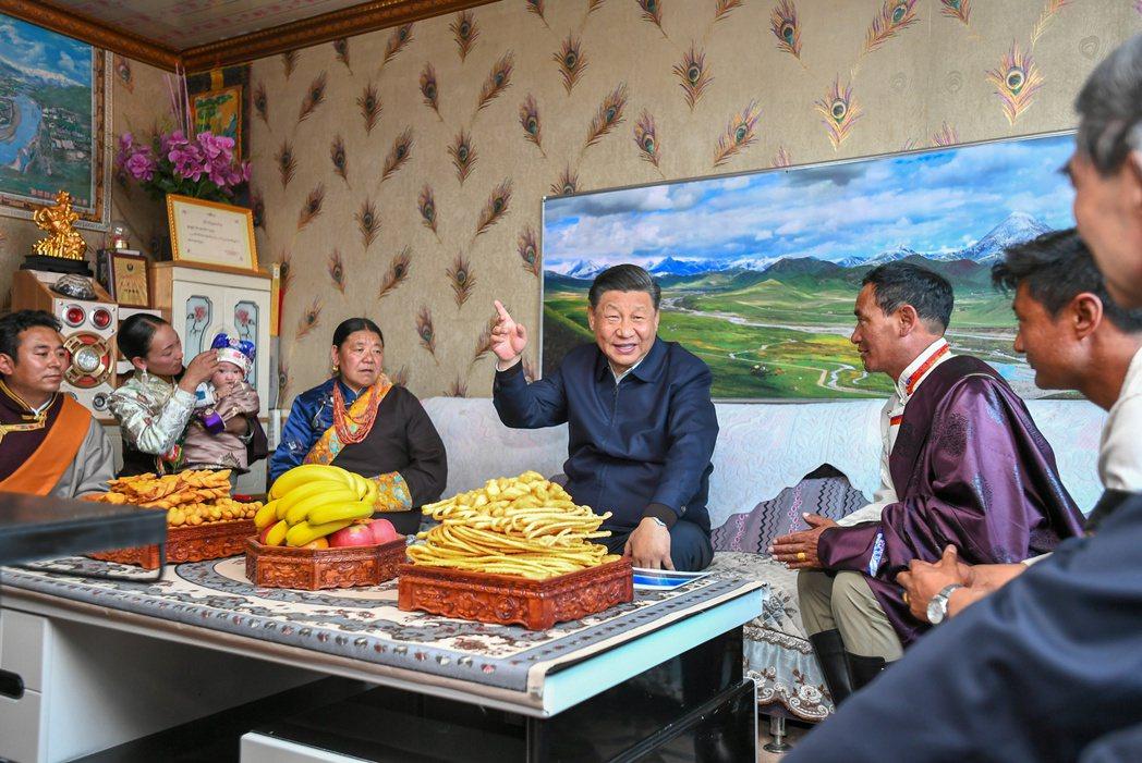 今年是中共建黨一百周年,中共總書記習近平最近下鄉秀親民,強調明天會更好。人民網