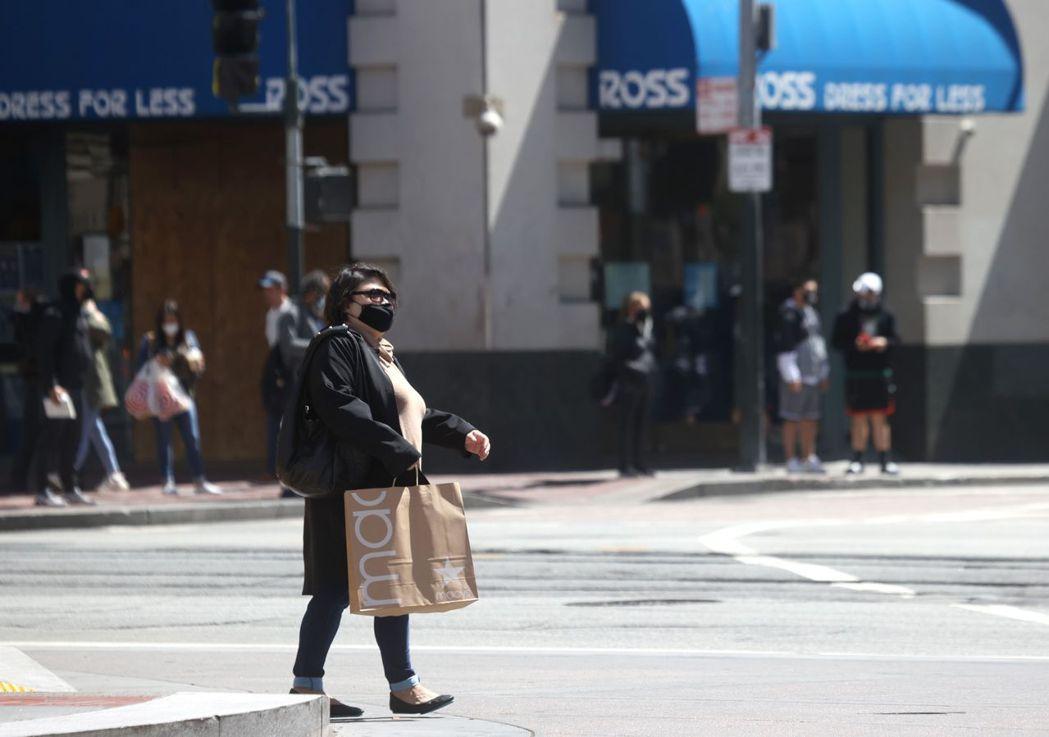 專家近日表示,加州在15日經濟全面重開之前似乎不太可能實現「群體免疫」,但同時舊...