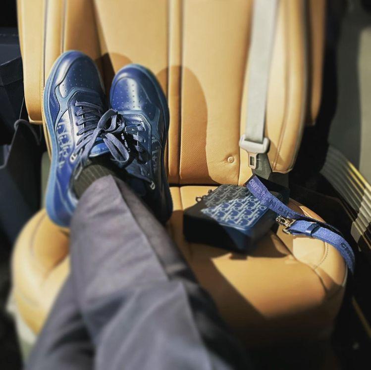 世勳詮釋Dior World Tour湛洋藍鐳射雕紋小牛皮B27休閒鞋,44,0...
