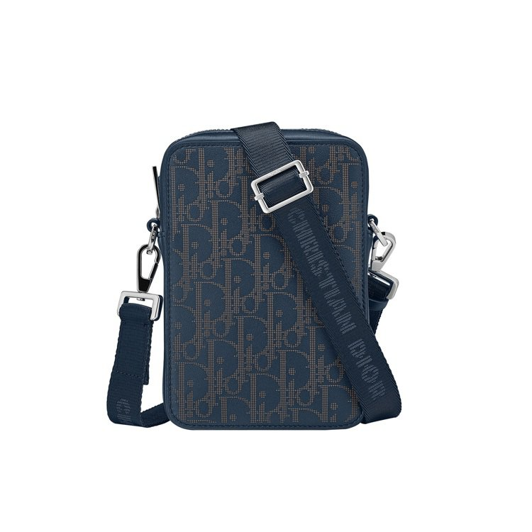 Dior World Tour湛洋藍雷射雕紋小牛皮斜背包,52,000元。圖/D...