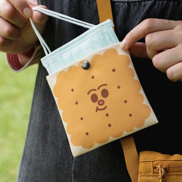 防潑水口罩收納袋,可反覆清洗,口罩繩還可以當小提把。圖/誠品提供
