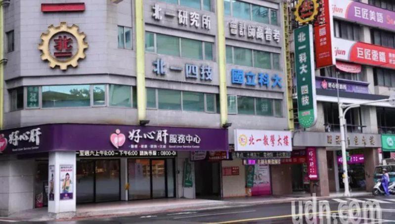 台北好心肝診所昨天半夜幫民眾打疫苗,引發爭議。記者曾學仁/攝影