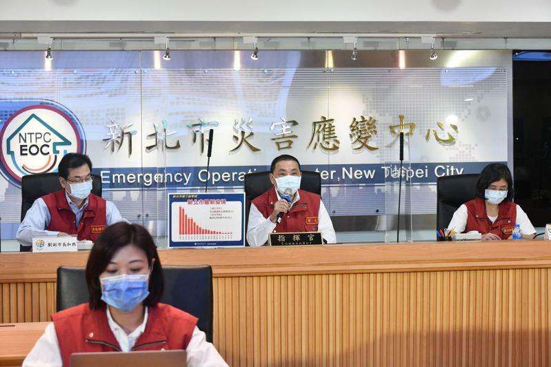 新北市長侯友宜表示,國產疫苗越公開透明,絕對是贏得民眾信任關鍵。圖/新北市新聞局提供