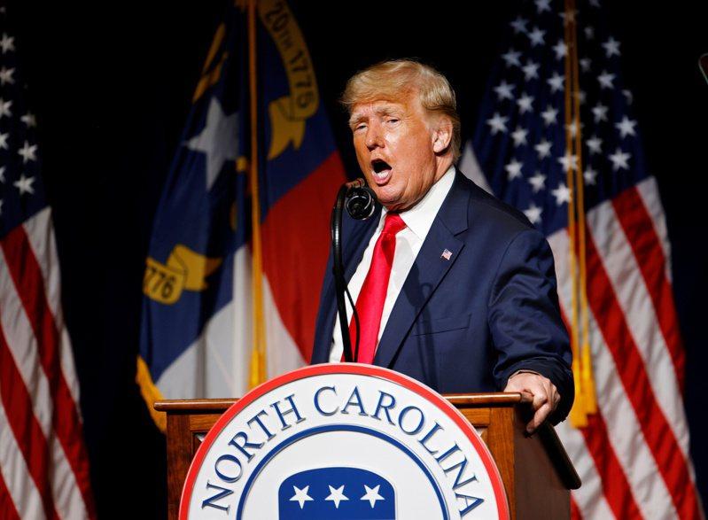 川普5日在北卡羅來納州的共和黨大會上,又提到他去年11月敗給拜登,是「世紀犯罪」,他把去年的美國總統大選比做「第三世界」的選舉。路透
