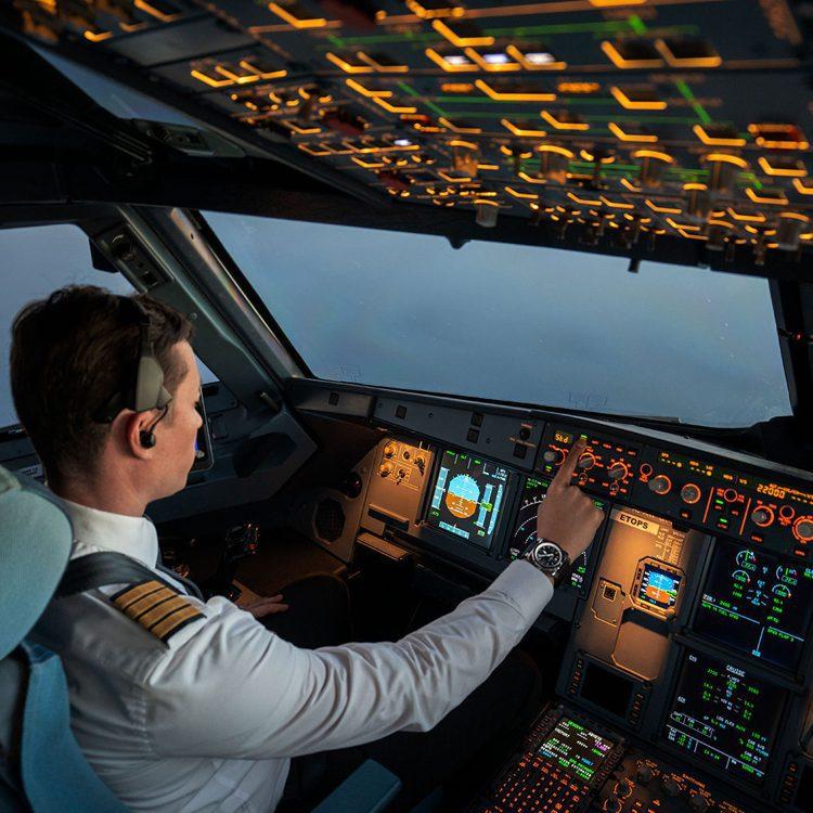 從飛機儀表板得到靈感的Bell & Ross,將飛行專業元素轉化為腕表設...