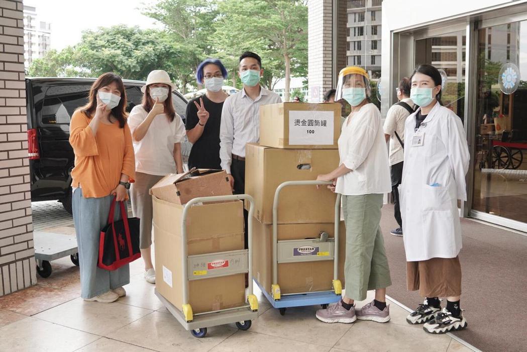 中華彩虹天堂協會送愛心餐到榮總和新光醫院。圖/彩虹天堂提供