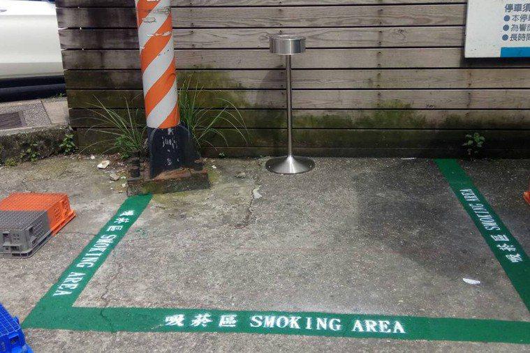 經濟部工業局建議企業的戶外吸菸區應關閉。 圖/聯合報系資料照片