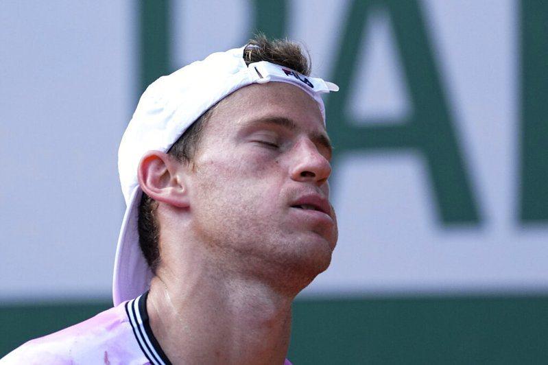 阿根廷「小巨人」 舒沃茲曼(Diego Schwartzman)今日於八強賽不敵西班牙「蠻牛」納達爾(Rafael Nadal)。 美聯社