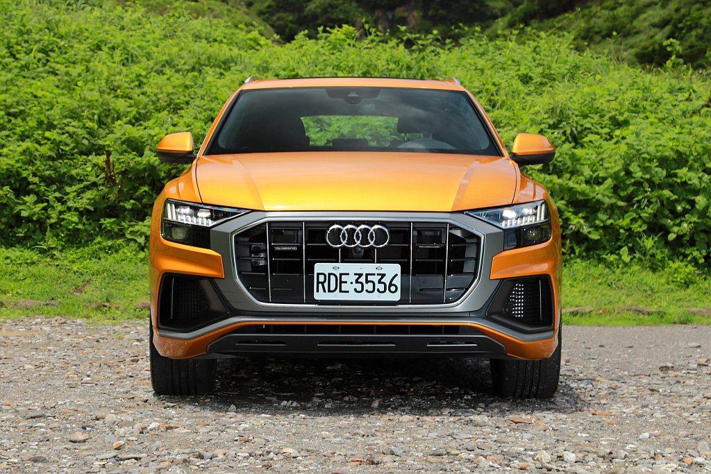 Audi Q8有許多新世代Q系列休旅家族起始設計,如新式極線LED識別燈以及面積...