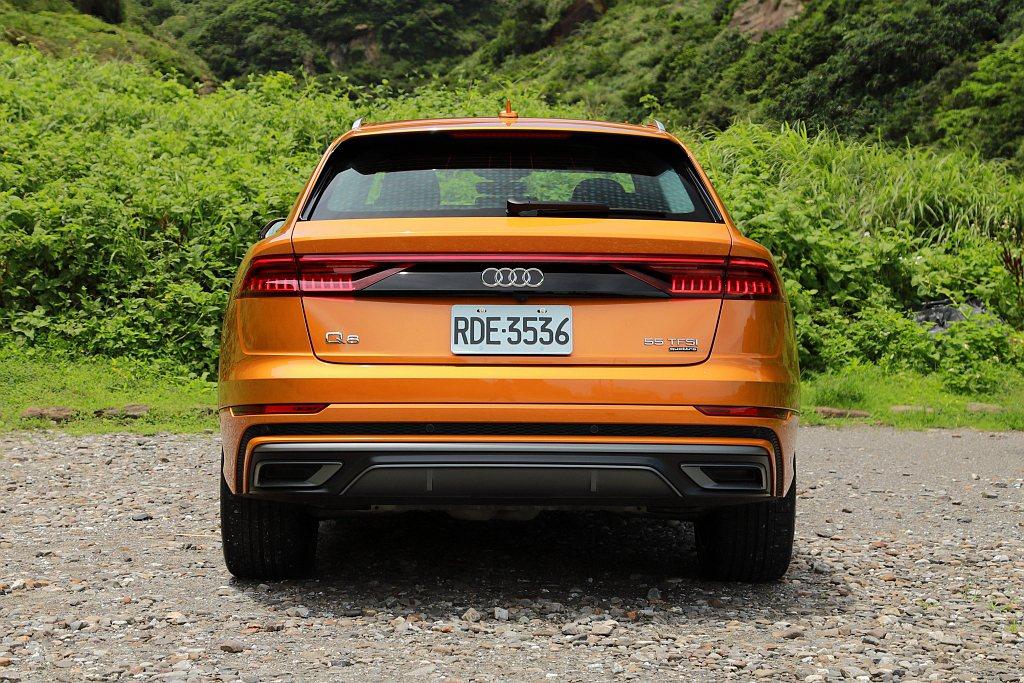Audi Q8車尾則以橫貫式LED尾燈造型為最大亮點。 記者張振群/攝影