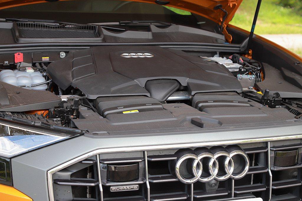Audi Q8 55 TFSI quattro S line動力來自3.0L V...