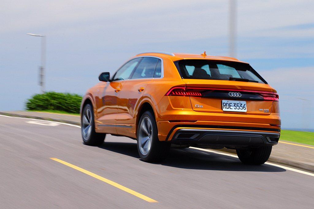 Audi Q8 55 TFSI quattro S line台灣市場標配傳統彈簧...