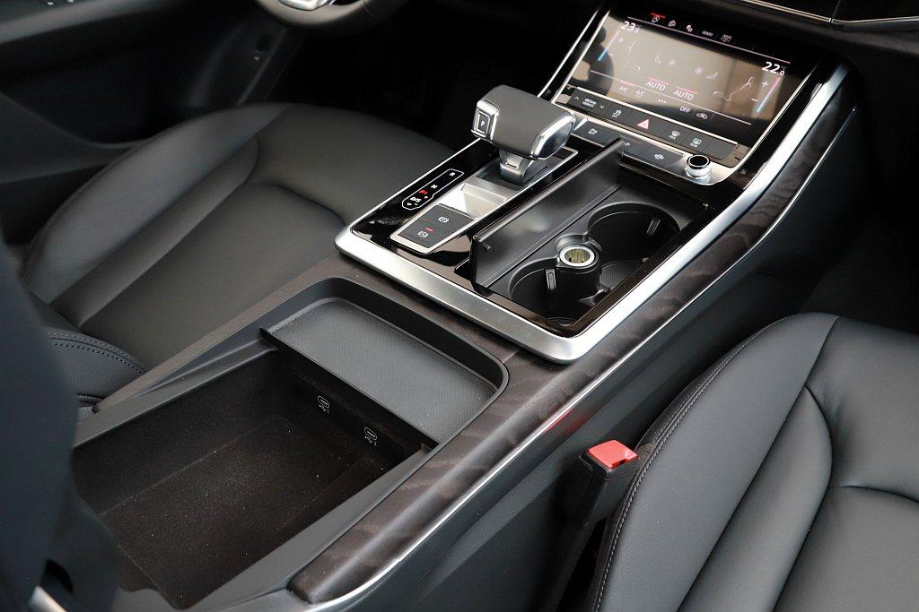 Audi Q8駕駛艙和A8、A6、A7 Sportback有同樣問題,就是手機沒...