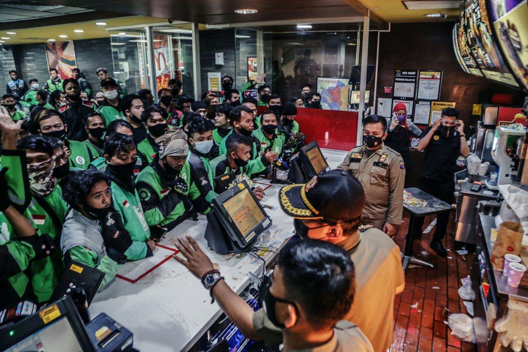 南韓著名人氣團體防彈少年團(BTS)與麥當勞合作,自5月26日起在50個地區推出...