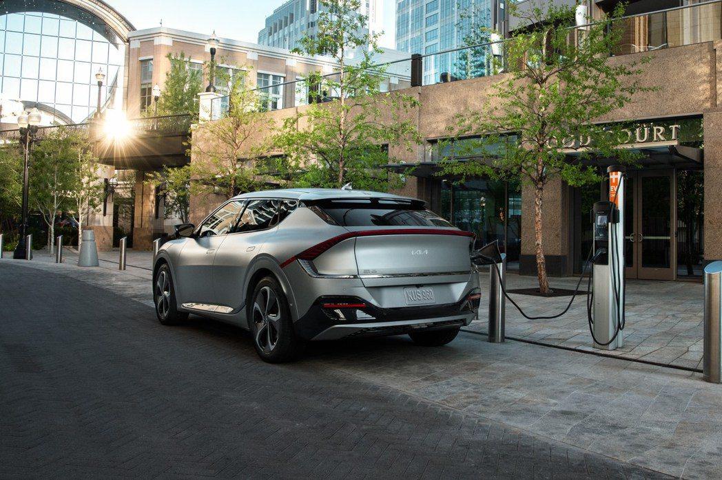 美規EV6 First Edition預計將於2022年第一季開始交車。 摘自K...