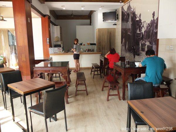 老店面翻新裝潢過,座位更多,還裝設冷氣設備,用餐起來更加舒適。