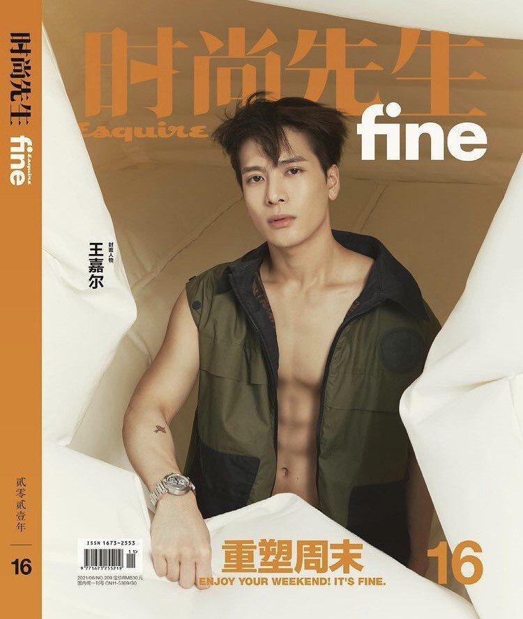 王嘉爾配戴卡地亞珠寶與腕表登上時尚雜誌封面。圖/取自IG @jacksonwan...