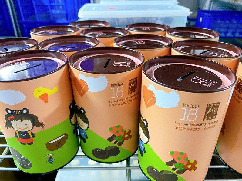 南投縣文化局推動熊愛閱讀計畫,達標學校各年級可獲贈巧克力桶。圖/南投縣文化局提供