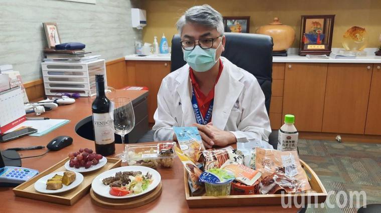 義大大昌醫院纖體健康中心主任宋天洲針對防疫期間在家減重,設計一周健康菜單。記者陳...