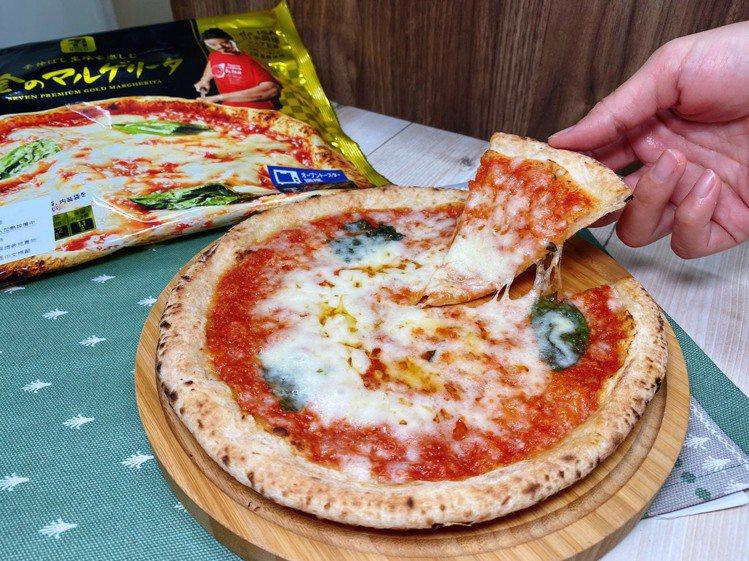7-ELEVEN推出「日本7PREMIUM黃金瑪格麗特披薩」,口感輕盈的熟成餅皮...