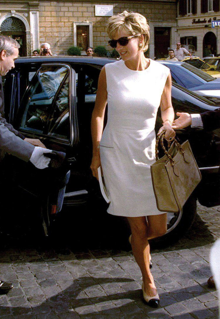 黛安娜王妃拎Diana包。圖/GUCCI提供