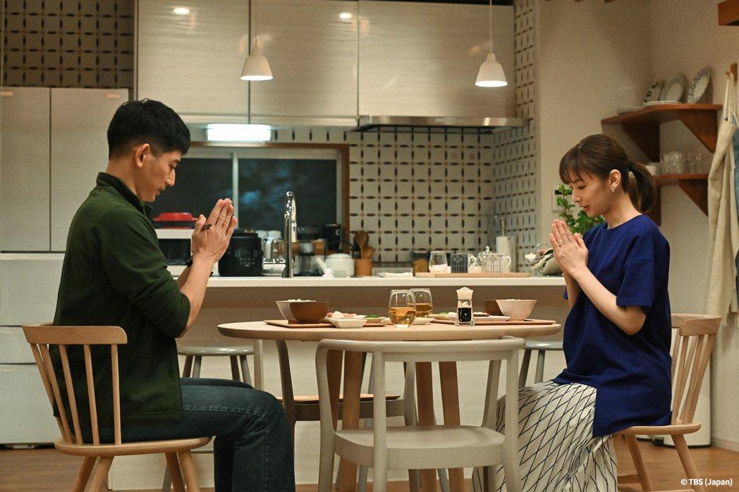 ORICON最新的「春季日劇滿意度排行榜」北川景子(右)與永山瑛太主演日劇「離婚...