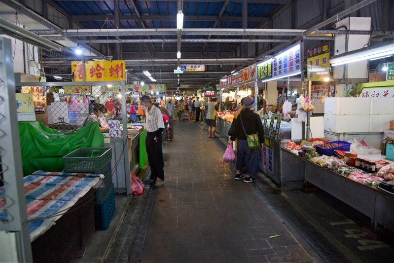 花蓮市重慶市場因為有確診者足跡,明天將休市一天大清消。圖/市公所提供