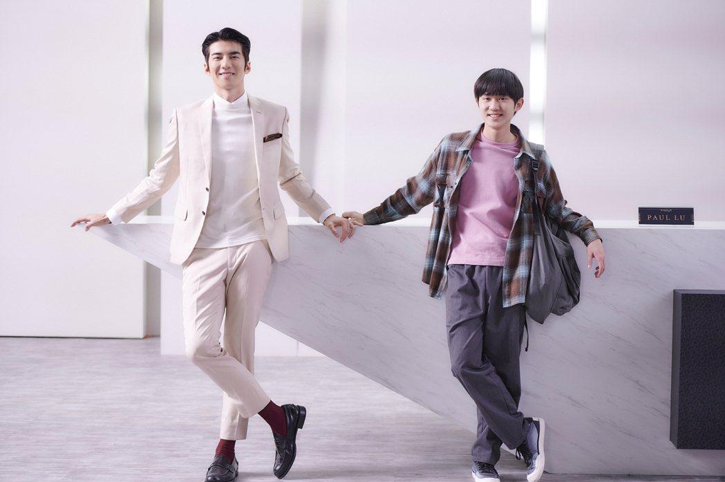 「愛的奧特萊斯」男主角姜典(右)遇上傅孟柏扮演古怪業務PAUL。圖/LINE T