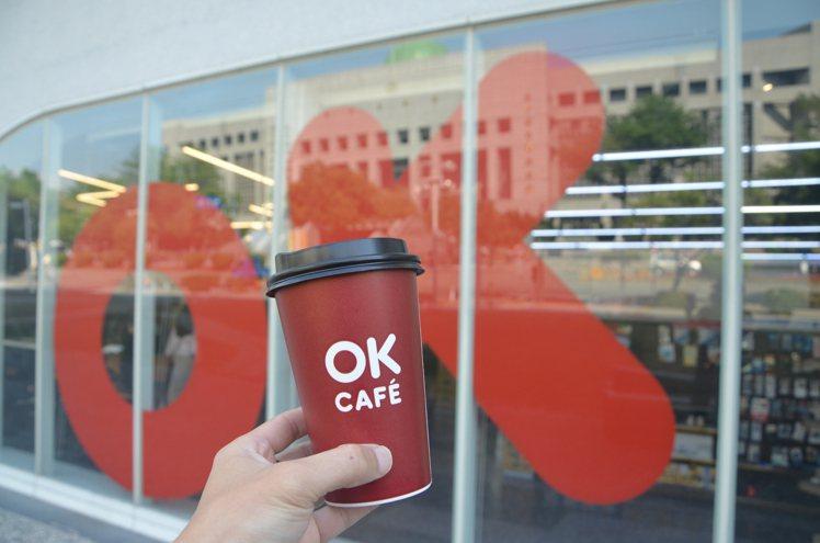 OKmart門市於6月12日至6月14日端午連假期間,會員還可享莊園級大杯冰/熱...